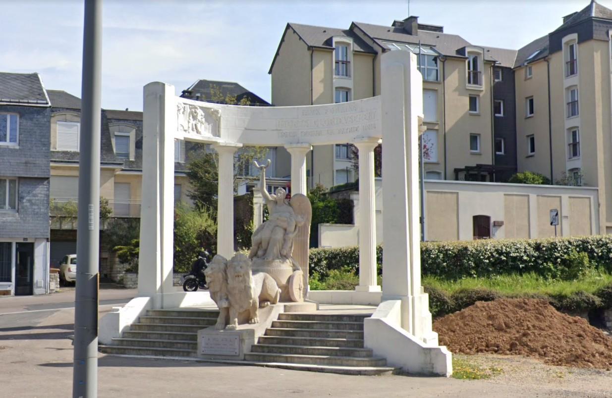Rouen: le monument aux morts des forains